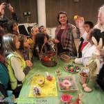 Деца дариха връстници с писани яйца