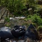 Камион изсипа строителни отпадъци върху почистено сметище