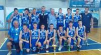 """Баскетболистите на """"Рилски спортист"""" завоюваха сребърни отличия на завършилия във Варна държавен шампионат за момчета до 14 г. Самоковци паднаха в спора за златото от бъдещия шампион """"Черно море"""" с […]"""
