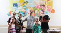 """Малки художници от школата по изобразително изкуство """"Наум Хаджимладенов"""" и техния ръководител Иван Шуманов към читалище """"Младост"""" се погрижиха за уютната атмосфера в стаята, която ще посрещне първите в историята […]"""