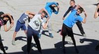 """Ученици от СУ """"Никола Велчев"""" начело с директорката Гиргина Рангочева почетоха Европейския ден на спорта, като на самия 30 септември правиха упражнения в двора на училището, пробваха спортните съоръжения и […]"""