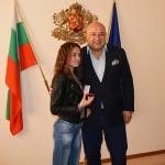 Изабел Крамарска с награди от парламента и министър Кралев