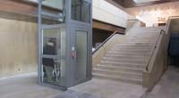 """В сряда, 30 ноември, в бившия партиен дом бе пуснат в употреба асансьор за хора с увреждания. С новото съоръжение и за трудно подвижните стават достъпни Градската художествена галерия """"Проф. […]"""