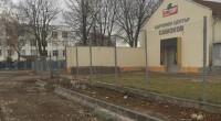 """В индустриалната зона – покрай складови бази и производствени помещения, Общината продължава асфалтирането и благоустрояването на улици. В момента се асфалтира една от улиците. Предвижда се и на ул. """"Грънчар"""" […]"""