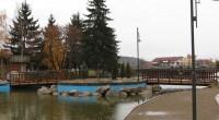 """В новоизграждащата се крайречна зона вечер все повече привлича погледите цветен фонтан. Зоната обхваща района между бул. """"Искър"""", стената на реката, моста срещу болницата и супермаркет """"Била"""". Завършени са вече […]"""