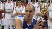 """Александър Груев може да се нарече истински баскетболен пътешественик. Той е защитавал цветовете на един куп отбори от България – """"БУБА баскетбол"""", """"Рилски спортист"""", """"Левски"""", """"Балкан"""", """"Лукойл Академик"""", """"Спартак"""" /Пл/, […]"""