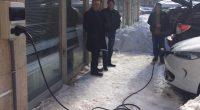 """Зарядна станция за електромобили бе монтирана на сградата на Общината на 13 януари в присъствието на зам.-кмета Васил Сайменов и представители на """"Електромобили БГ"""". Както е известно, в края на […]"""
