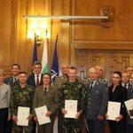 Министърът на отбраната награди Красимир Анев и Веселин Цинзов