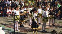 """Малчугани от целодневна детска градина """"Детелина"""" зарадваха своите родители с истински музикален спектакъл в двора на образователното заведение на 27 април. Децата се забавляваха от сърце, танцуваха и пяха, а […]"""