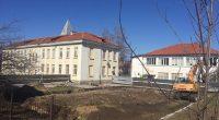 """Стартира дълго очакваното строителство на физкултурен салон в ОУ """"Св. св. Кирил и Методий"""". Новата сграда ще бъде с площ от 415 кв. м и в нея ще има игрища […]"""