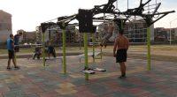 """Спортна площадка за стрийт фитнес бе изградена от Общината в двора на СУ """"Никола Велчев"""". Площадката се намира южно от досегашните фитнес уреди в двора и западно от общежитието. Върху […]"""