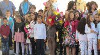 """""""За втора поредна година се сбъдва отколешната ни мечта да имаме първокласници"""", възторжено заяви при откриването на новата учебна година в СУ """"Отец Паисий"""" директорката Лиляна Минкова. Тя поздрави с […]"""