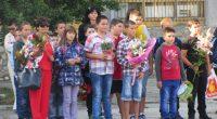 """Учебната година в Самоков бе открита официално в слънчевия първи ден на септември. Традиционно първи училищния звънец чуха учениците от Спортното училище """"Никола Велчев"""". """"Този ден е празник, посветен на […]"""