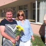 """Пенсионирани учителки в ДГ """"Зорница"""" споделиха празника с децата и сегашния колектив"""