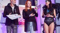 """Гримьорката Теодора Василева и нейният модел Даяна Каймаканова се пренесоха за един ден на крилете на карнавала в Рио де Жанейро. Самоковският дует бе част от международното изложение """"Арена на […]"""