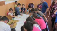 """Голяма рисунка на своето училище направиха в сряда, 11 октомври, четвъртокласници от групата по целодневно обучение с преподавател Рени Белчинска към ОУ """"Св. св. Кирил и Методий"""". С помощта на […]"""