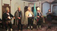 По предложение на кмета Владимир Георгиев и с решение на Общинския съвет със златния почетен знак на Общината вчера – навръх 1 ноември, на тържество в Сарафската къща бе награден […]