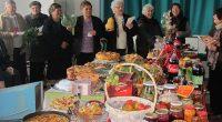 """Интересен и оригинален Празник на туршията и зимнината спретнаха ентусиасти в читалище """"Селска пробуда"""" в Ковачевци на 9 ноември. Естествено в центъра на вниманието бе отрупаната маса, на която можеха […]"""