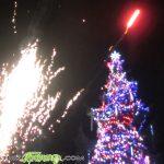 Грейнаха светлините на елхата в Самоков, Дядо Коледа зарадва с подаръци малчуганите