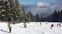 """Демонстративно състезание на групите по ски алпийски дисциплини по проект """"Твоят час"""" в СУ """"Отец Паисий"""" се състоя на писта """"Ситняково"""" в Боровец на 5 февруари. На слалом учениците показаха […]"""