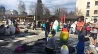 Огромни великденски яйца от стиропор украсяваха на 30 март, в последния си учебен ден преди пролетната ваканция, много ученици от самоковски училища в самия център на града ни – пред […]