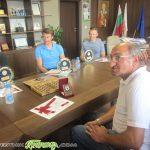 Плакети от Общината за самоковските олимпийци и скиора Атанас Петров
