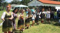 """Два часа и половина продължи фолклорният концерт, организиран в неделя, на 19 август, на обширната поляна край храм """"Рождество Богородично"""" /Бельова черква/. От сцената, украсена със знамената на България, Европейския […]"""