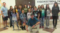 """Младите хора от школата на Бойко Павлов претвориха наяве """"Светове от четка"""", както се нарича деветата им изложба, открита на 27 август във фоайето на Градската художествената галерия """"Проф. Васил […]"""