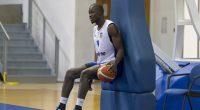 """Сенегалецът Усман Баро става първият африканец, който ще защитава цветовете на """"Рилски спортист"""". 33-годишниян център, който може да играе и като тежко крило, идва от първенството на Румъния. Баро се […]"""