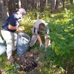 """Служители и доброволци почистиха района на Посетителския център на НП """"Рила"""" в Самоков"""