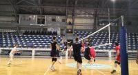 """""""Арена Самоков"""" бе в началото на седмицата домакин на две интересни волейболни срещи. От двете страни на мрежата застанаха състезателите на елитния български """"Хебър"""" /Пазарджик/ и на националния отбор на […]"""