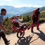 Доброволци помогнаха на деца с увреждания да посрещнат есента край Мусала