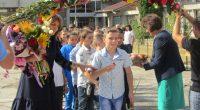 """Учебната 2018/2019 година в Самоков бе открита на 3 септември. Традиционно първи училищния звънец в двора на школото си чуха учениците в Спортно училище """"Никола Велчев"""". В началото на церемонията […]"""