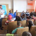 """Баскетболисти на """"Рилски"""" гостуваха в СУ """"Отец Паисий"""" за Седмицата на четенето"""
