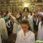 """Ученици от ОУ """"Христо Максимов"""" празнуваха в храма Деня на християнското семейство и младеж"""