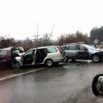Трима самоковци пострадаха тежко при верижна катастрофа на пътя за София