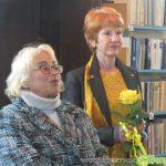 Мария Ицова озари библиотеката с красиви пейзажи, цветя и абстракции от 12-ата си изложба