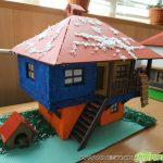 """Ученици от ПГ """"Константин Фотинов"""" сътвориха уникални макети на възрожденски къщи"""