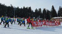 """Стотици гости се включиха днес в Празника за откриването на новия ски сезон в Боровец. Празникът започна рано сутринта с пускането на първата седалка на новия лифт """"Мартинови Бараки Експрес"""". […]"""
