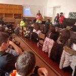 Инструктори от БАССЕС изнесоха лекция по лавинна безопасност на самоковски ученици