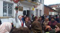 На площада в Шипочан навръх 1 януари по отколешна традиция много жители и гости на селото честваха заедно Васильовден. Пръстенярката /както я наричат тукашните/ Габриела Миркова вадеше от менче късметите […]