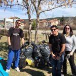 Младежи събраха и изнесоха 40 чувала с боклуци от Туристическата градина