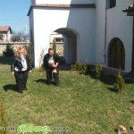 Добротворци се помолиха за здраве и търкулнаха 100 питки в двора на Долномахленската черква