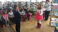 """В много приятна и дори приказна атмосфера премина срещата на писателката Катя Антонова със самоковски ученици, състояла се на 16 април във филиала на Общинската библиотека """"Паисий Хилендарски"""" в Четвърти […]"""