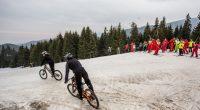 """В неделя, на 7 април, Боровец закри зимния сезон с много музика и едно интересно начинание – """"Предай приключението"""", в което участваха едновременно скиори и байкъри. Така майсторите на зимния […]"""