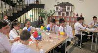 """""""Великден"""" бе темата на интегрирания урок на 6-б клас от ОУ """"Митрополит Авксентий Велешки"""", представен на 18 април във фоайето на учебното заведение. Учениците представиха Великден като най-светлия празник на […]"""