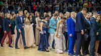 """По червен килим самоковските зрелостници влязоха на 24 май вечерта в зала """"Самоков"""" за организираното им тържествено изпращане. Ръководители на общината и цялата голяма препълнена зала приветстваха сърдечно младежите от […]"""