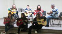 """Концерт на 13 май на китарен ансамбъл """"Акустика"""" с ръководител Христо Христов към читалище """"Младост"""" постави началото на проявите в обновения наскоро Младежки дом.Самото тържество бе посветено на 24 май, […]"""