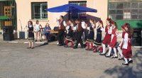 """Представители на нашия край откриха втория национален събор """"Новоселяне пее"""" в едноименното бобовдолско село, Кюстендилска област. Самодейци от читалище """"Младост"""" – детската музикална формация """"Камбанки"""", се изявиха с китка възрожденски […]"""