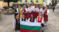 """При хубаво септемврийското време заминахме за участие във фестивал в Австрия /в Абтенау – провинция Залцбург/.Още в първия ни фестивален ден завладяхме публиката, която аплодираше нашите участници и скандираше: """"Булгария, […]"""